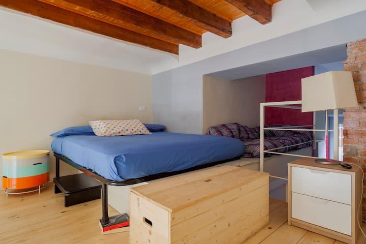 Cozy Beautiful Artistic Loft!!