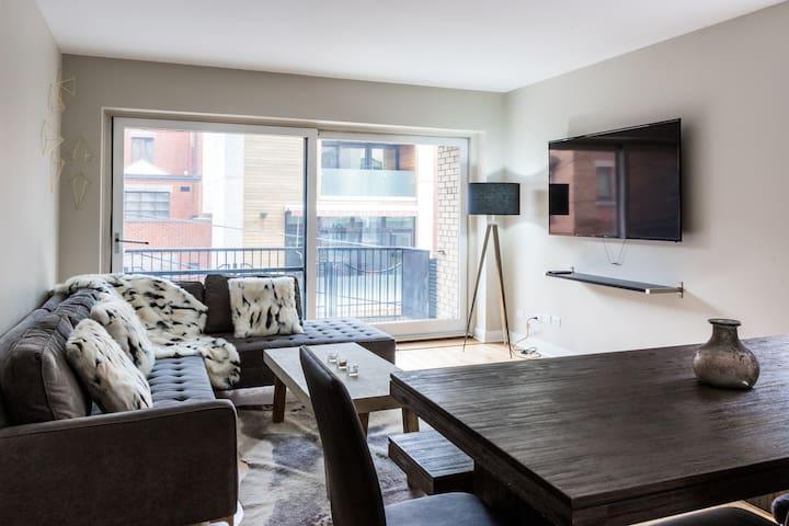 Airy Apartment in City Centre | 99 Walk Score