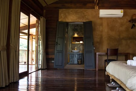 Luxury loft in wooden longhouse - Chiang Rai - Loteng Studio