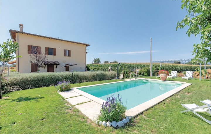 Semi-Detached with 6 bedrooms on 230m² in Castel Ritaldi (PG)