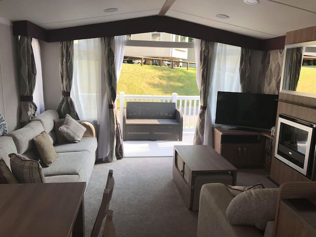 12 month old 8 berth caravan in 5* Rockley Dorset.