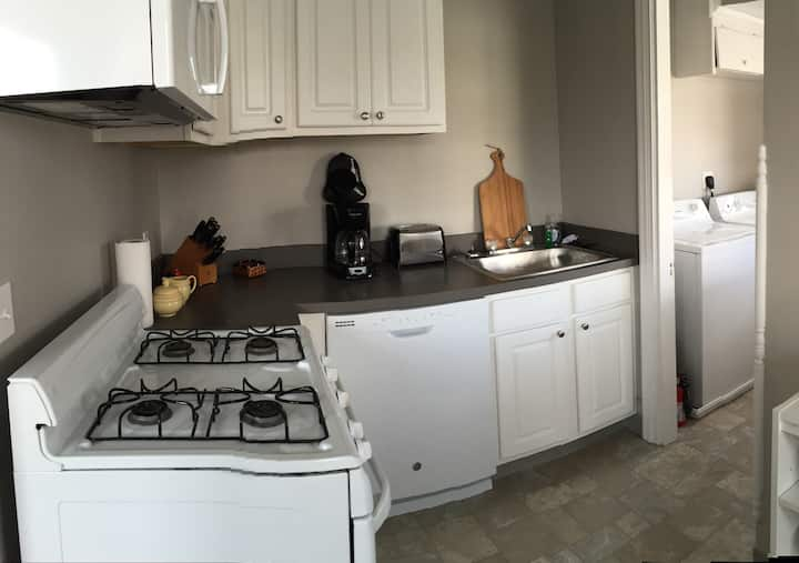 Downtown Harrisburg 2Bed/1Bath with PARKING