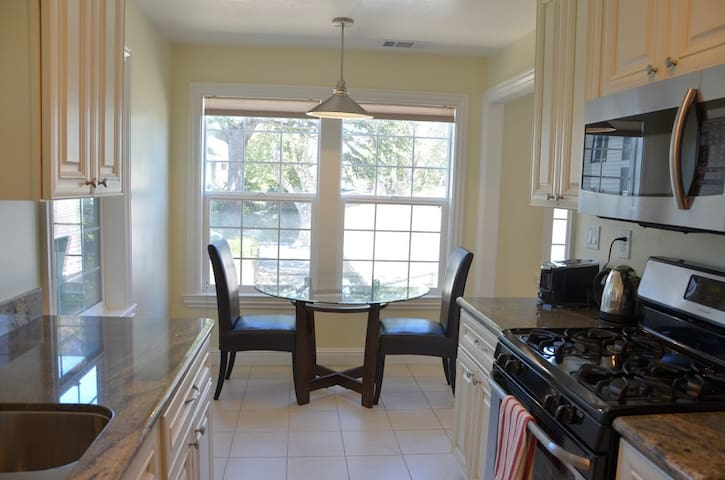 Convenient 2 bedroom in-law unit - Burlingame - Apartment