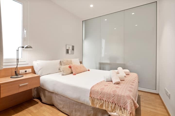 Large 1 bedroom, lots of light