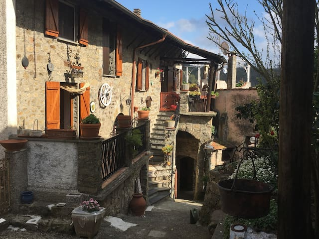 Villa Rodi rural location 30 minutes from Levanto - Bergassana - Rumah
