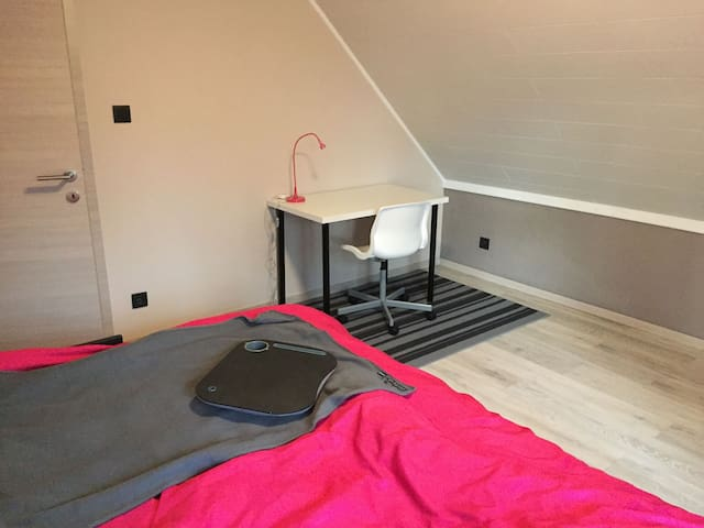 Cosy room in a quiet neighboorhoud close to Mons