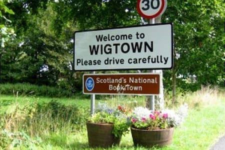 Wigtown Women's Rooms - Gertrude - Wigtown