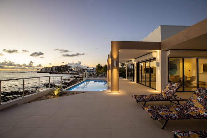 *NEW EVE SPECIALS* BEACHFRONT 4 BEDROOMS VILLA / MODERN & STYLE