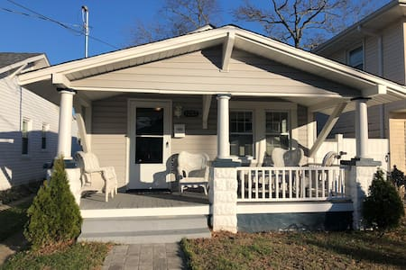 Entire 2 bedroom Cottage,porch,deck, WiFi, Washer