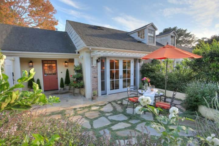 Montecito Retreat - Walking Distance to the Upper Village in Montecito!