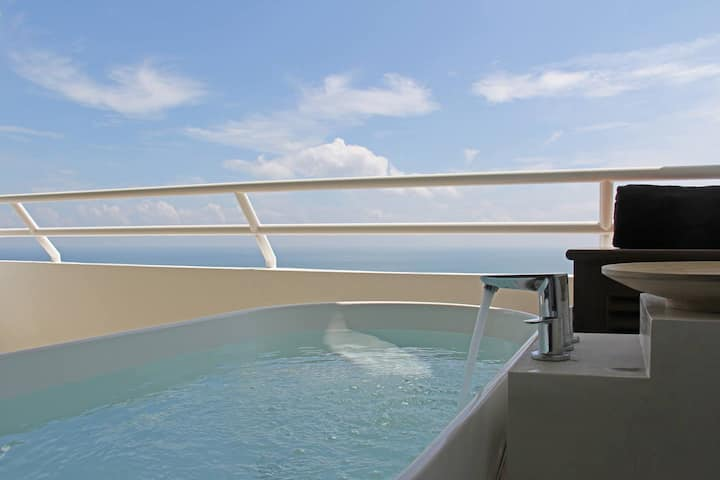 Beachfront Resort Suite with a Seaview Hot Tub -7