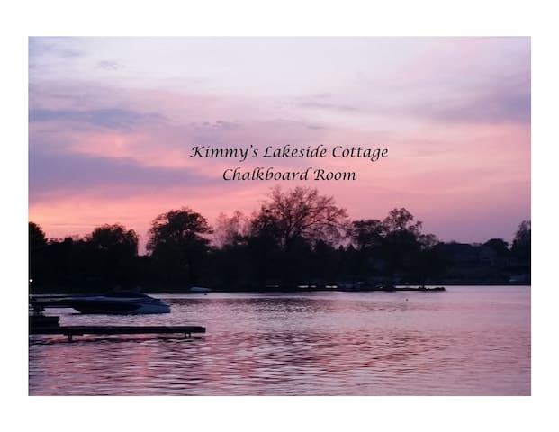 Kimmy's Lakeside Cottage - Chalkboard Room