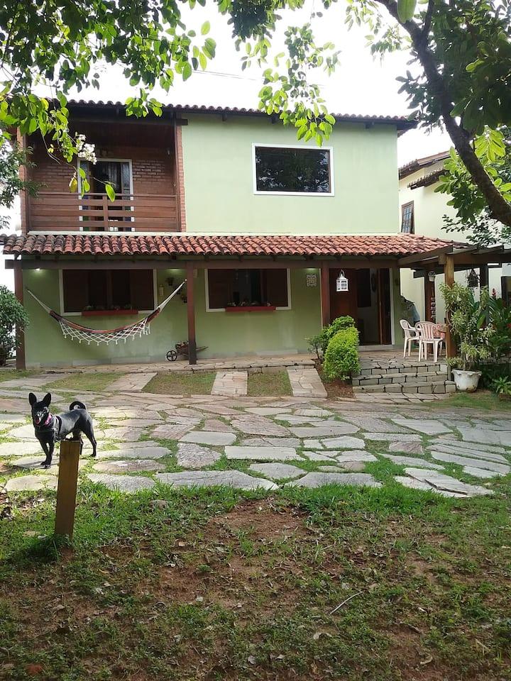 Excelente casa no Condominio Santa Bárbara