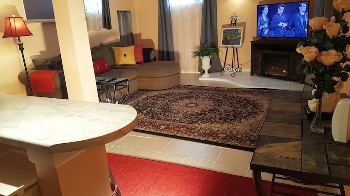 Beautiful,stylish and spacious garden apartment