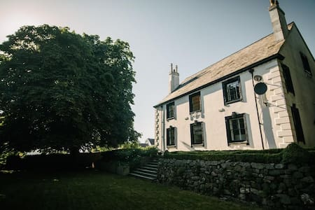 Incredible country house. Sleeps 16