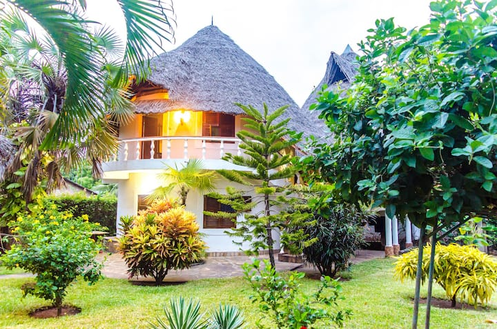 Fully staffed luxury Diani retreat, four bedrooms