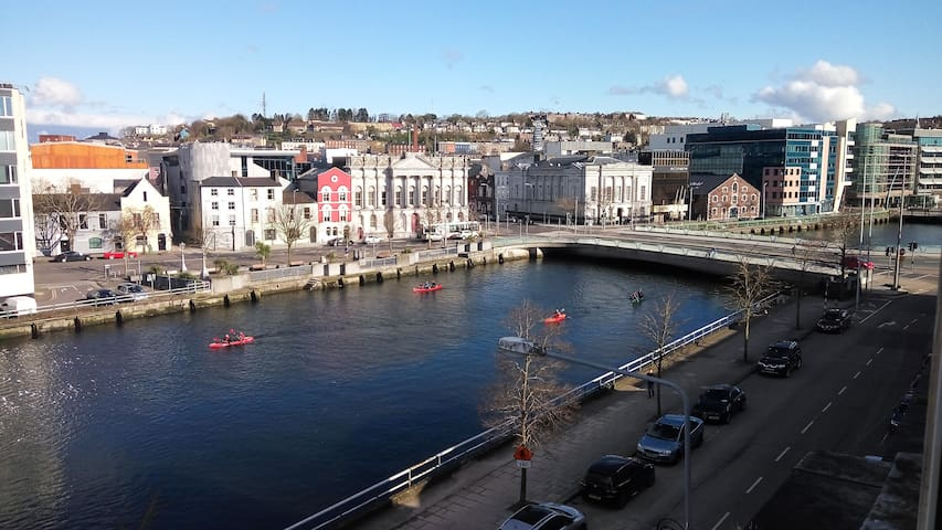 double bedroom in Cork city center, partial views - Cork - Lägenhet