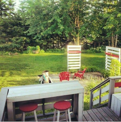 Maison climatisée pour vos vacances, grande cour! - Trois-Rivières - House