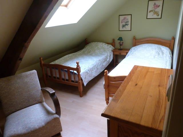 Chambre avec 2 lits simples (1er étage)