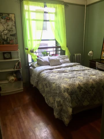 Private room with A/C & great bed by Prospect Park