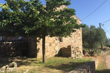 Charmante maisonnette en pierre à la campagne - Sotta - Hus