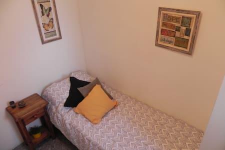Gran ubicación! Habitación indep. + baño privado - Mendoza