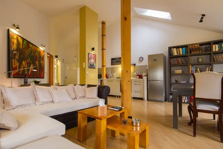 D27 #1 / 2 PAX / 1 BD / 60 sqm / Spacious / Center - Huoneisto