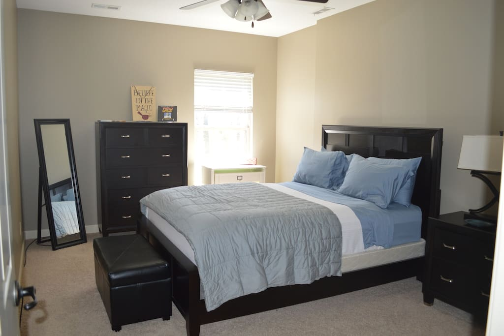 Bedroom with Queen Bed