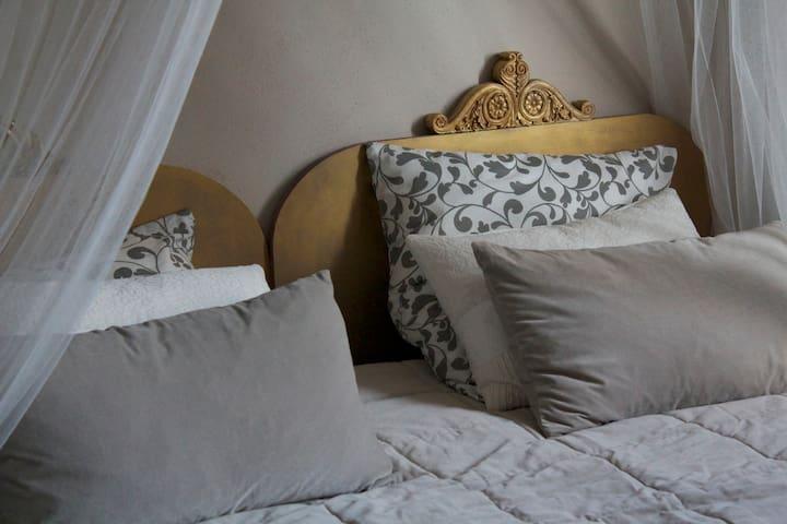 """Chambre  """"chez l'artiste"""" - Sérignac-sur-Garonne - Dom"""