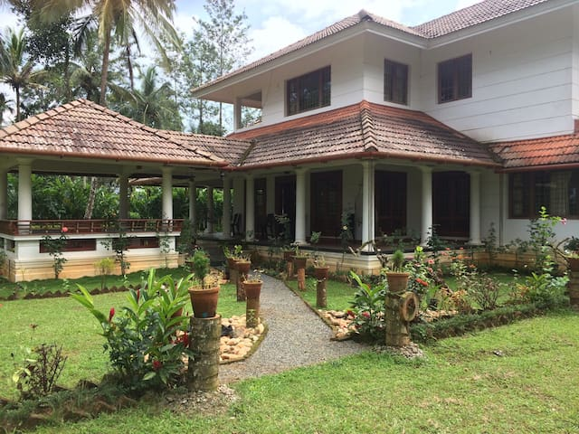 Well Being Villa with  Aurvedic Spa - Vythiri - Vila