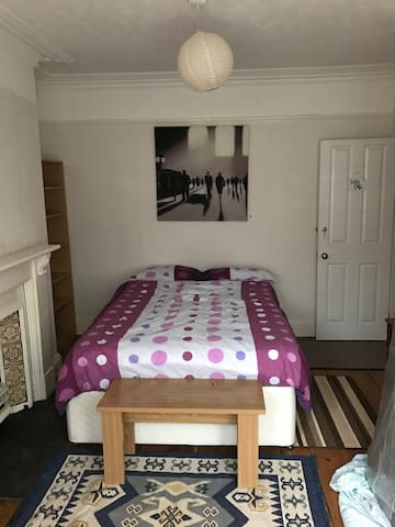 Double bedroom close to city centre/Uni - Plymouth - Dům