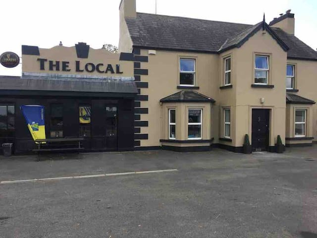 The Local Bar & Self-Catering Accommodation