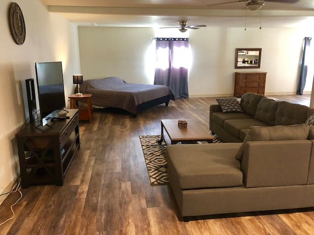 Downtown Hilo 1300 sqf LOFT, 2 king beds: New Reno