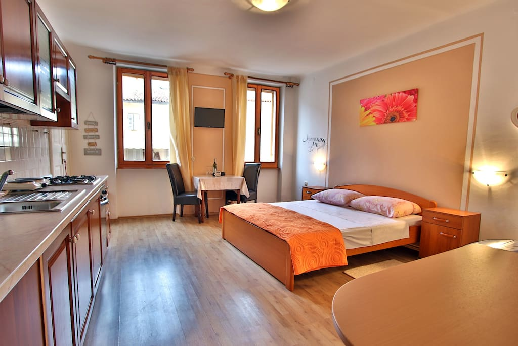 Cozy and bright studio just few steps from the old town