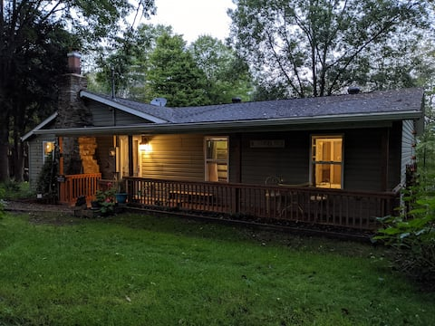 Hogback Hideaway- Modern Convenience in the Forest