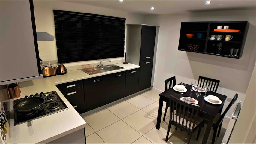 2 Bed House - Exclusive Area, Central Location