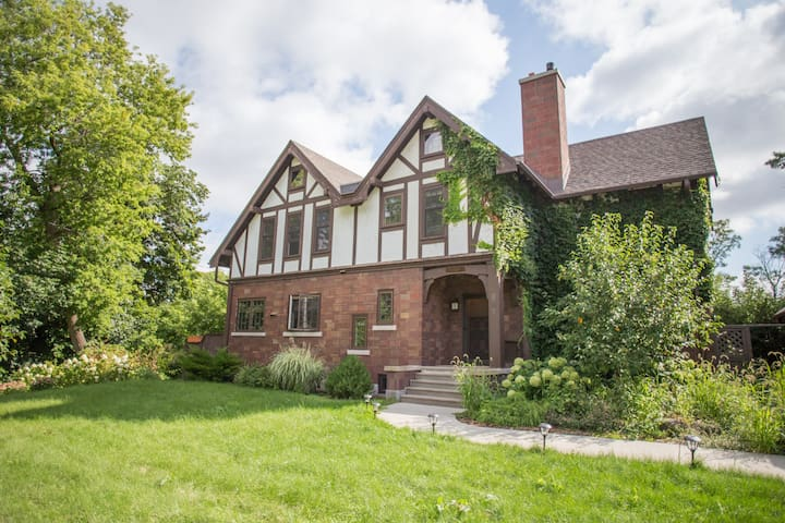 Beautiful Home on the Fox River - Appleton - House