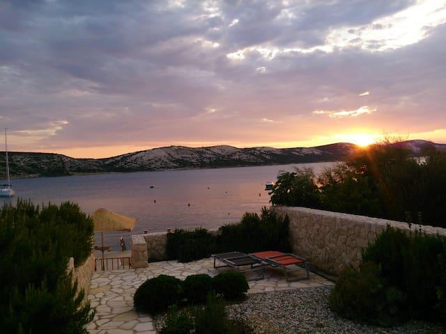 Luxury Ap with amazing sunset and private beach - Stara Novalja - Apartamento