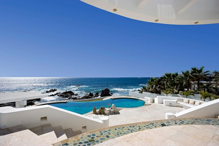 Oceanfront  Luxury Estate - 70+ 5 STAR Reviews!