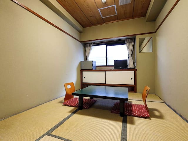 <Japanese Style 6 Tatami (Shared Bathroom)>Feel the four seasons of the ancient capital of Kyoto【Accommodation】