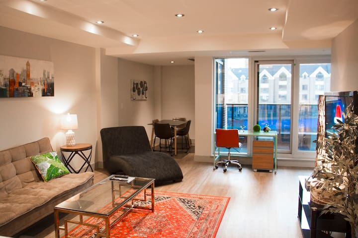 Perfect downtown 2 bdr next to the library boutique for Boutique hotels downtown