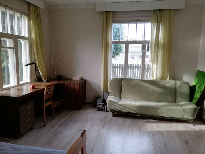 Cozy + big garden. 30 min to Tallin city center