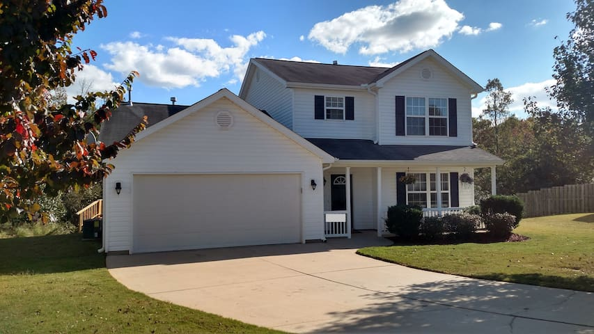 Upbeat 4BR Home in a Family Neighborhood near BMW