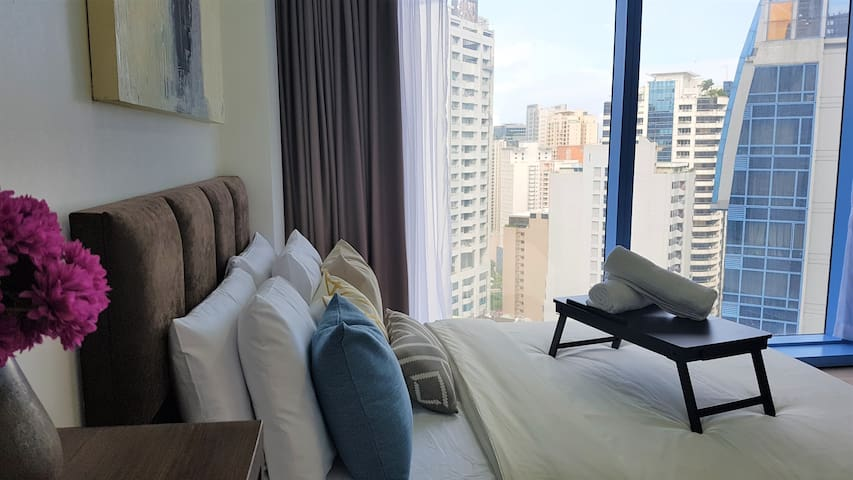 Luxurious New Pad @ ❤️ of Makati CBD 25MbpsWiFi