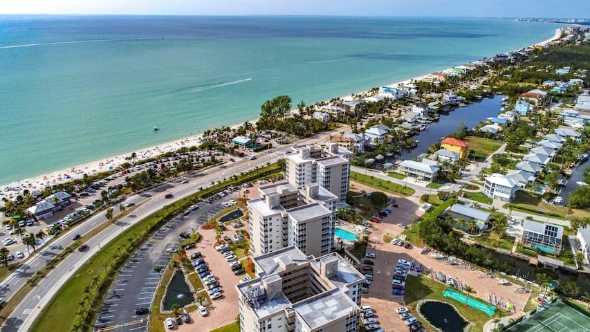 Amazing Gulf View Condo/Studio in Bonita Beach