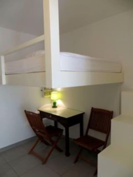 chambre climatisée lit mezzanine