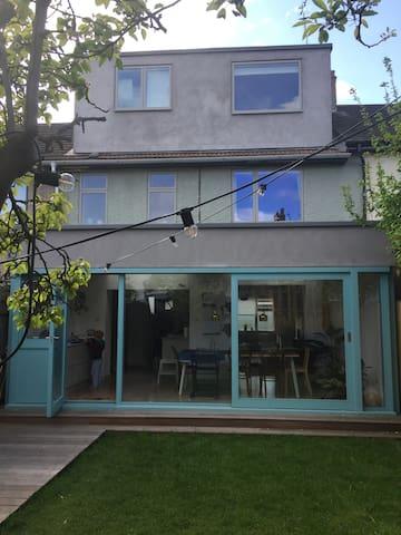 Family Home, close to public transport and park - Londra - Ev
