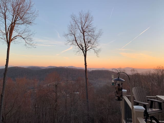 * Luxury Getaway Home *  Blue Ridge Mountain View