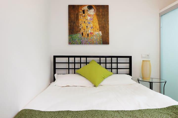 位于同里古镇景区内 森之旅设计师客栈【一楼 复古大床房1.5米床】 - Suzhou - Hus