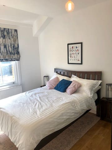 Cosy Double Bedroom in Village-Like Crouch End